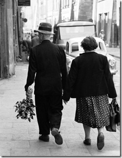 Elderly-Polish-Couple-Walking-Hand-in-Hand-Photographic-Print