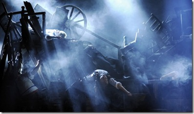 12_LesMiserables_US_Barricade-600x399